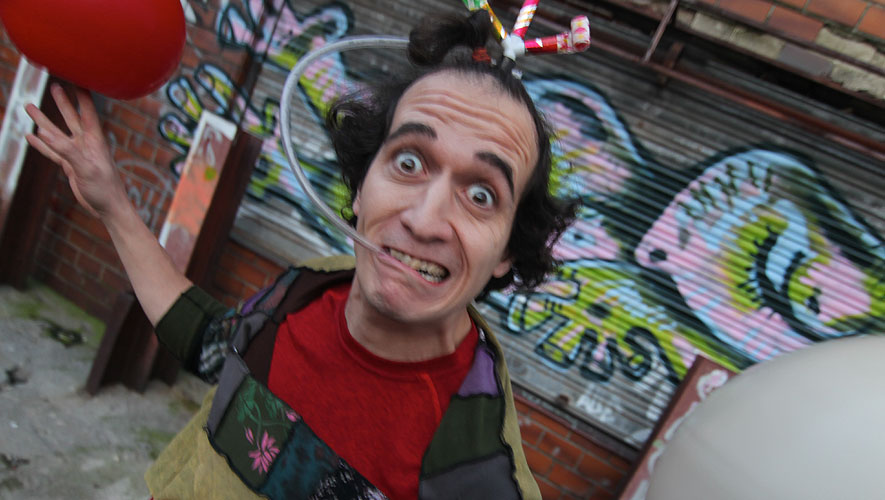 Up!!! Espectáculo de Teatro de Calle de Xabi Larrea
