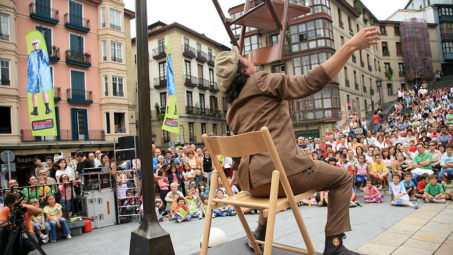 Filamento el Farolero - Espectaculo de acrobacias con sillas